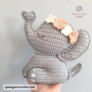 Free amigurumi crochete elephant pattern.